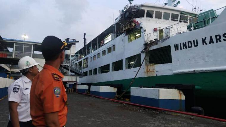 Kondisi KMP Windu Karsa Dwitya setelah tabrakan dengan KMP Virgo 18 di Perairan Merak. (istimewa).