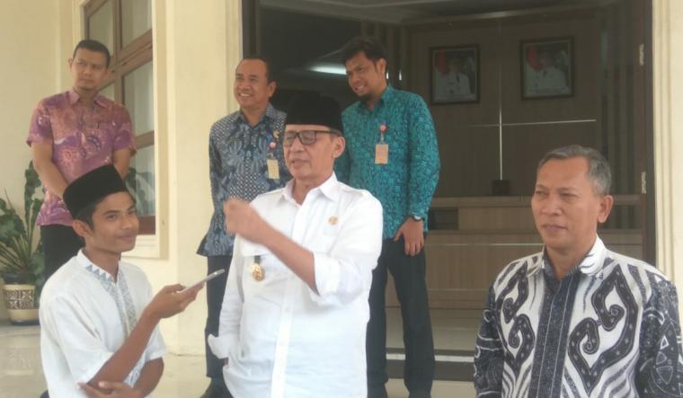 Gubernur Banten Wahidin Halim saat ditemui wartawan TitikNOL di Pendopo Gubernur Banten. (Foto: TitikNOL)