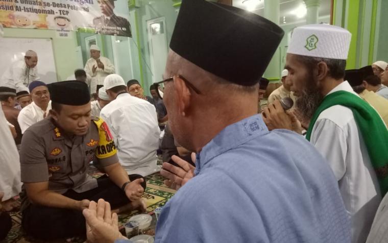 Kapolres Serang saat santuni dan buka puasa bersama di Mesjid Al Istiqomah. (Foto: TitikNOL)
