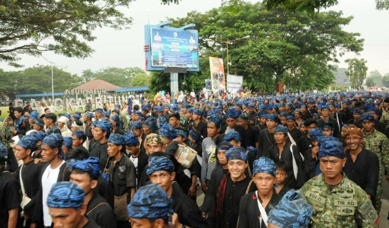 Suku Adat Baduy yang bermukim di Desa Kanekes, Kecamtaan Leuwidamar, Kabupaten Lebak, mendatangi pendopo Pemkab untuk menemui Ibu Gede atau Bupati Lebak Iti Octavia Jayabaya. (Foto: TitikNOL)