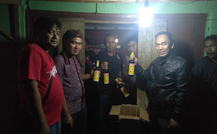 Operasi pekat sejumlah Toko penjual minuman keras di wilayah hukum Polsek Rangkasbitung. (Foto: TitikNOL)