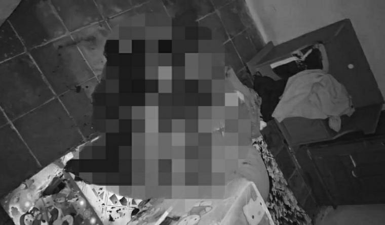 Yati (40) korban pembacokan yang ditemukan dalam keadaan tidak bernyawa di kamarnya. (Foto: TitikNOL)