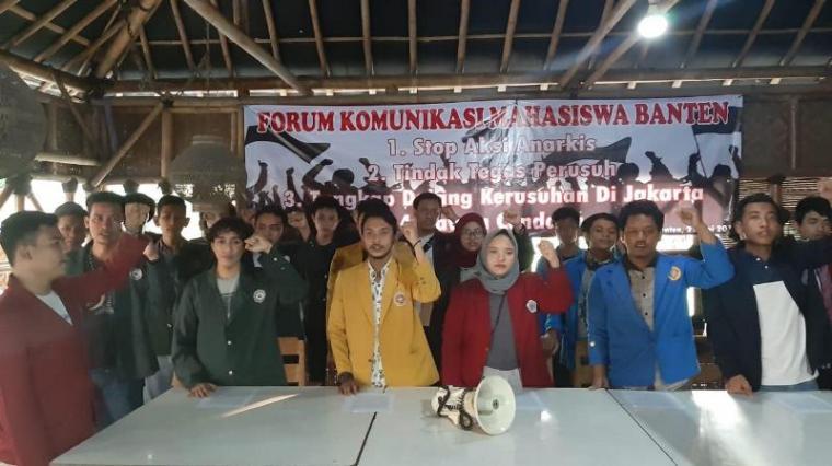 Mahasiswa yang tergabung dalam Forum Komunikasi Mahasiswa Banten (FKMB). (Foto: TitikNOL)
