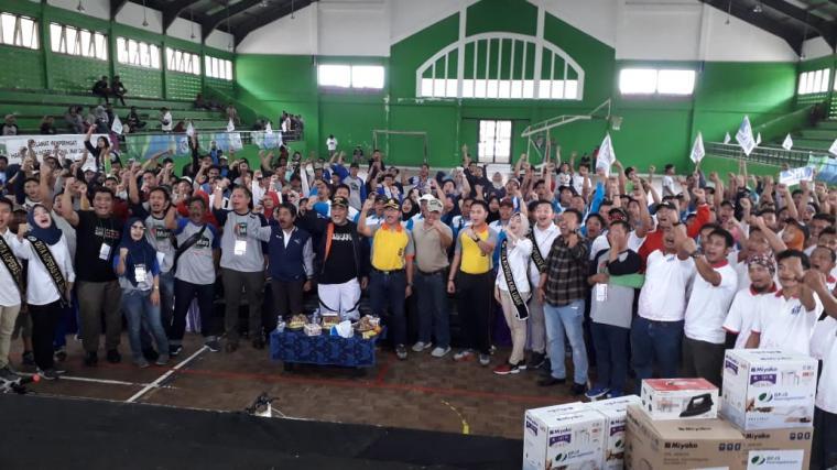 Ratusan buruh saat peringati May Day di Pasir Ona, Rangkasbitung. (Foto: TitikNOL)