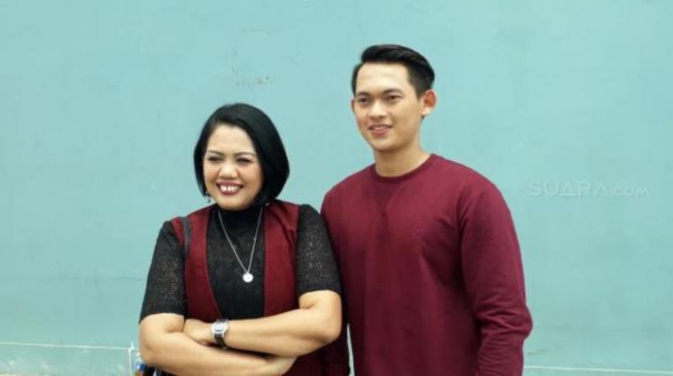 Elly Sugigi dan Irfan Sbaztian. (Dok: Suara)