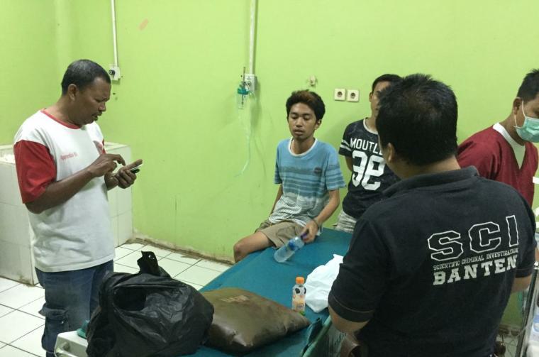 Korban pembacokan di Cibeber saat menjalani perawatan di rumah sakit. (Istimewa).
