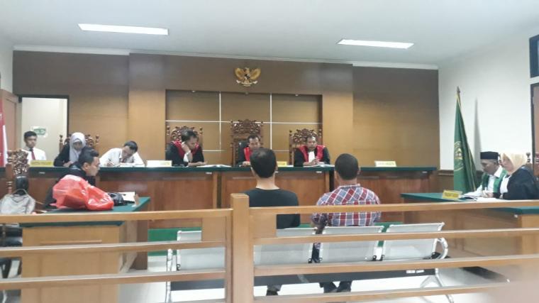 Suasana sidang penyalahgunaan narkotika jenis ganja yang digelar di Pengadilan Negeri (PN) Serang. (Foto; TitikNOL)