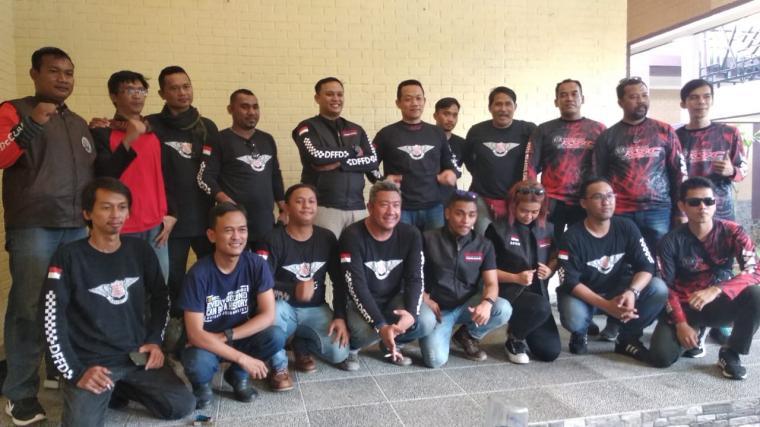 Komunitas pemotor yang terdiri dari para insan media di wilayah Banten. (Foto: TitikNOL)