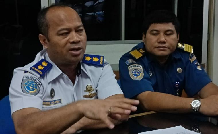 Kepala Bidang Lalu Lintas Laut KSOP Kelas I Banten , Hotman Sidjabat saat memberikan keterangan kepada awak media. (Foto: TitikNOL)