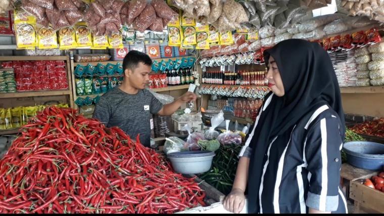 Salah satu pedagang bumbu dapur di Pasar Induk Rau, Kota Serang. (Foto: TitikNOL)