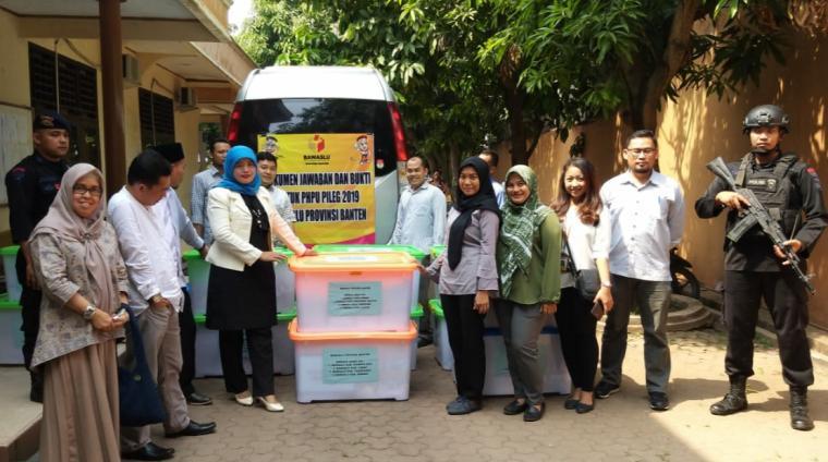 13 Box Container Alat Bukti sengketa Pileg pada Pemilu 2019. (Foto: TitikNOL)