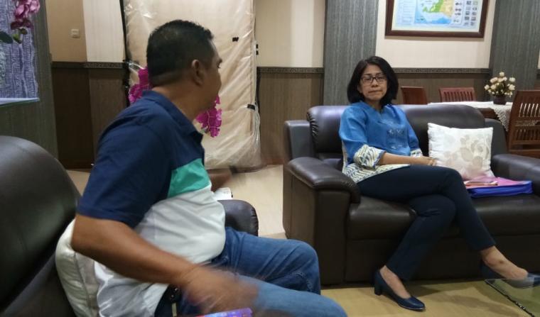 Kepala Kanwil BPN Banten Andi Tenri Abeng, saat diwawancarai wartawan. (Foto: TitikNOL)