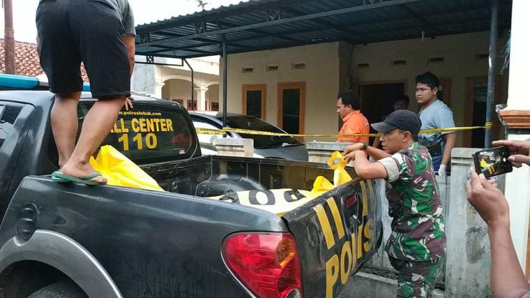 Korban tewas Endang Hidayat (39) alami luka tusuk dileher. (Dok: TitikNOL)