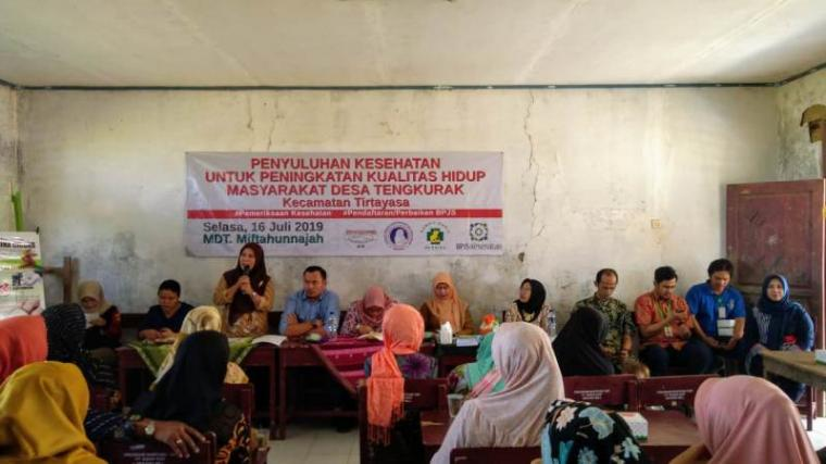 Suasana bakti sosial dan penyuluhan kesehatan di desa Tengkurak Kecamatan Tirtayasa Kabupaten Serang, Banten, Selasa (16/7/2019). (Foto: TitikNOL)