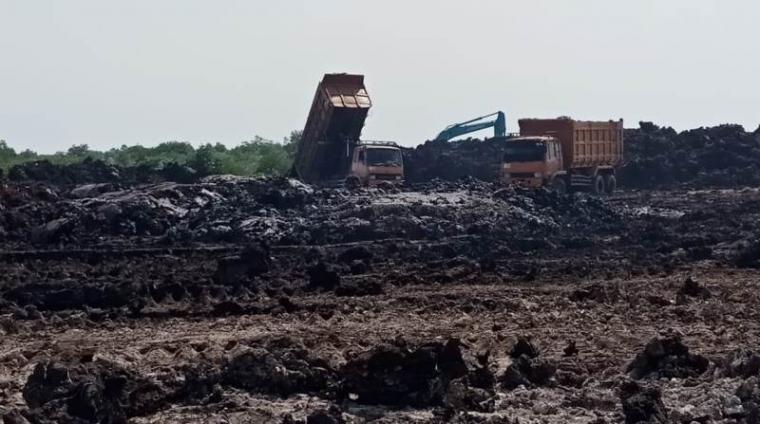 Lahan Pelabuhan Warnasari milik Pemkot Cilegon yang dijadikan tempat pembuangan lumpur dari PT Lotte Chemical Indonesia. (Foto: TitikNOL)