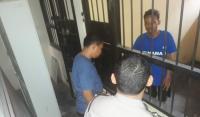 Tiga tersangka kasus dugaan korupsi JLS Cilegon dalam mobil tahanan Kejari Cilegon. (Foto: TitikNOL)