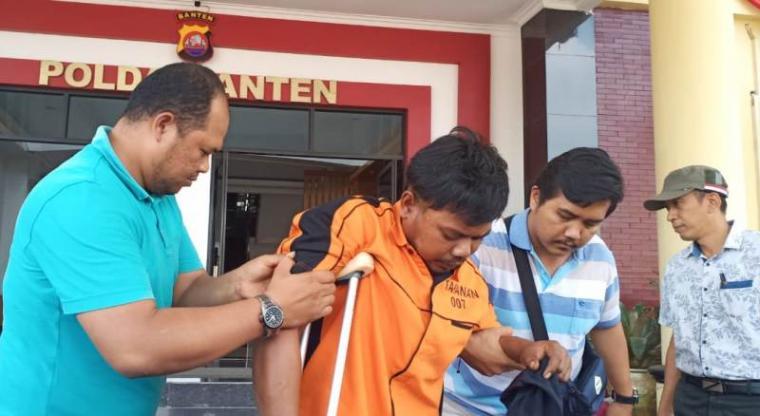 Pelaku pembunuhan satu keluarga di Kampung Gegeneng, Desa Sukadalem, Kecamatan Waringin Kurung, Kabupaten Serang. (Foto: TitikNOL)
