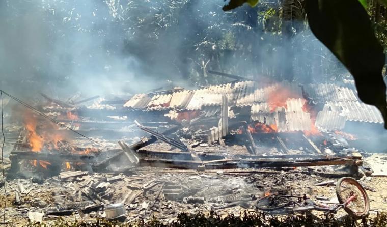 Kebakaran yang terjadi di Kampung Sukasari RT 04/RT 02, Desa Cilangkap, Kecamatan Wanasalam. (Foto: TitikNOL)