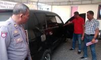 Dua jambret asal komplotan Lampung saat diinterogasi petugas Polsek Kragilan. (Foto: TitikNOL)