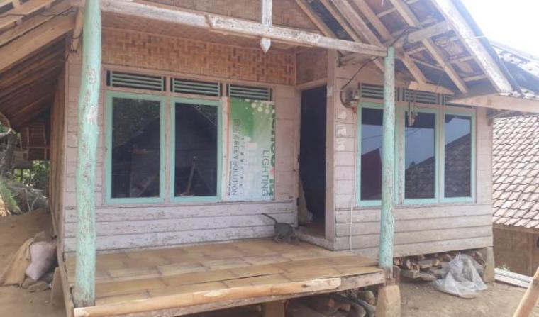 Rumah milik Kenti (38) warga kurang mampu asal Kampung Naga Hurip, Desa Mekarjaya, Kecamatan Panggarangan, Kabupaten Lebak. (Foto: TitikNOL)