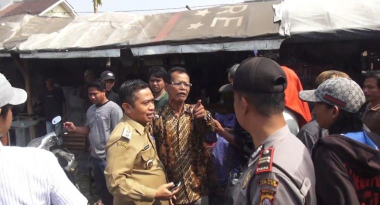 Wakil Walikota Serang Subadri saat tinjau penertiban relokasi Pedagang Kaki Lima (PKL) Pasar Induk Rau (PIR). (Foto: TitikNOL)