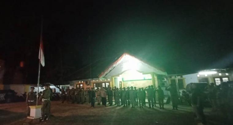 Upacara bendera setengah tiang bersama Satuan Polisi Pamong Praja (Satpol-PP) Kota Serang sebagai simbol penghormatan terakhir atas jasa BJ Habibie. (Foto: TitikNOL)