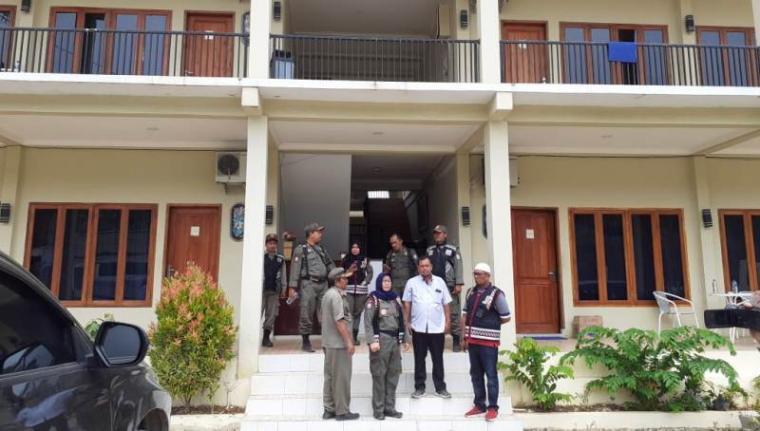 Hotel Coral Guest House yang berlokasi di Kampung Cibayawak, Desa Darmasari, Kecamatan Bayah, Kabupaten Lebak. (Foto: TitikNOL)