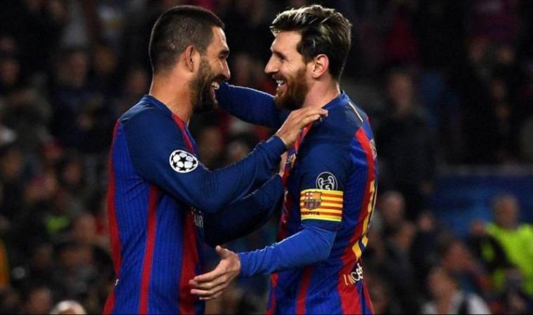 Arda Turan dan Lionel Messi. (Dok: Sportku)