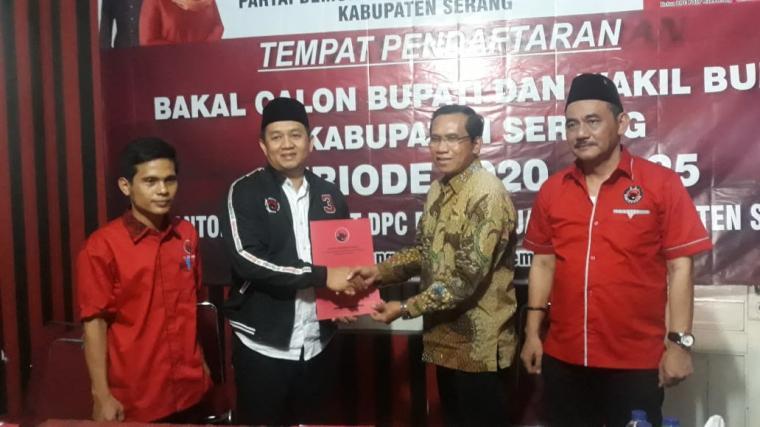 Lili Romli, saat mendaftarkan diri mengikuti penjaringan Calon Bupati Kabupaten Serang periode 2019‐2024, Senin (16/9/2019).