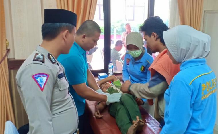 Khitanan massal yang di gelar Direktorat Lalulintas (Ditlantas) Polda Banten dalam rangka menyambut HUT Lalulintas Bhayangkara ke-64. (Foto: TitikNOL)