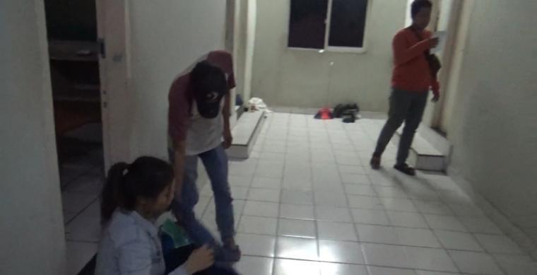 Salah satu pasangan bukan suami isteri yang berhasil diamankan di Hotel Teratai Rangkasbitung. (Foto: TitikNOL)