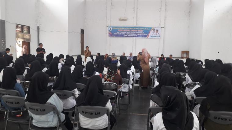 Suasana pelatihan menjahit yang diselenggarakan Dinas Tenaga Kerja dan Transmigrasi (Disnakertrans) Kabupaten Lebak di gedung Balai Latihan Kerja (BLK). (Foto: TitikNOL)
