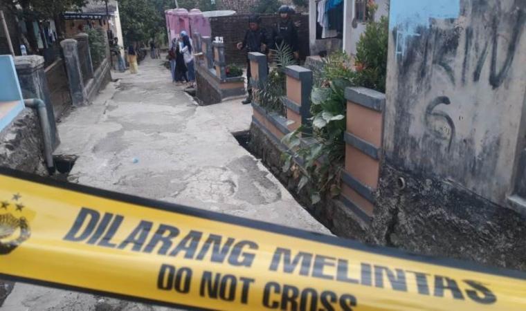 Kontrakan kedua pelaku penusukan terhadap Menteri koordinator Politik Hukum dan Keamanan (Menkopolhukam) di Kampung Sawah, Desa Menes, Kecamatan Menes, Kabupaten Pandeglang. (Foto: TitikNOL)