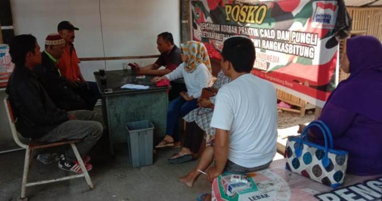 Perwakilan PKL saat mendatangi sekretariat Ormas LMPI MAC Rangkasbitung. (Foto: TitikNOL)