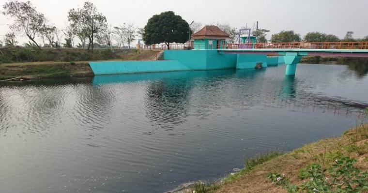 Sungai Cisadane di Desa Tersaba, Kecamatan Tanara Kabupaten, Serang. (Foto: TitikNOL)