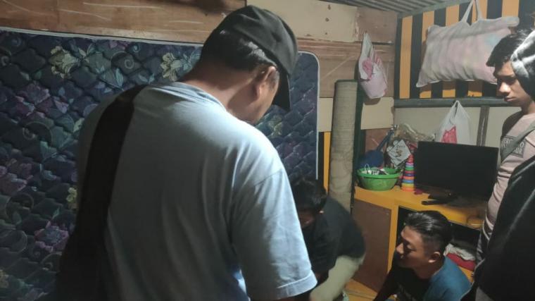 Penangkapan pelaku pencabulan oleh Tim Reskrim Polsek Bojongmanik, Polres Lebak. (Foto: TitikNOL)