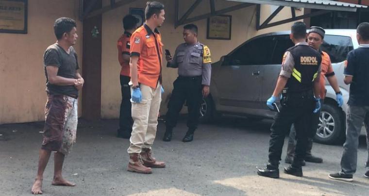 Petugas identifikasi Satreskrim Polres Cilegon melakukan olah TKP di tempat hiburan malam Kenko. (Foto: TitikNOL)