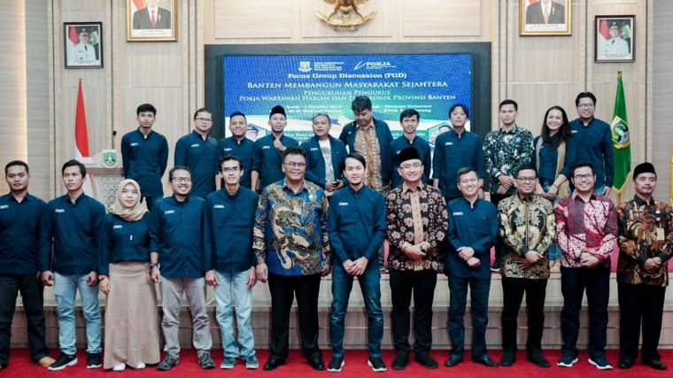 Pengurus Pokja Wartawan Provinsi Banten, foto bersama dengan Wakil Gubernur Banten Andika Hazrumy. (Foto: Ist)
