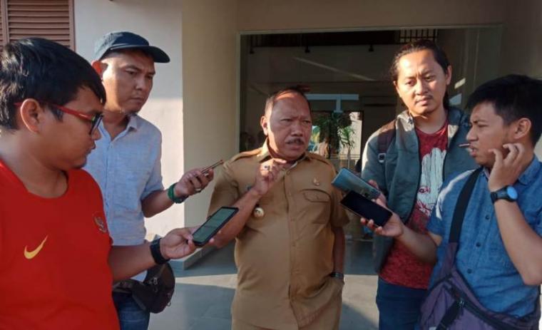 Walikota Cilegon, Edi Ariadi saat memberikan keterangan kepada wartawan. (Foto: TitikNOL)