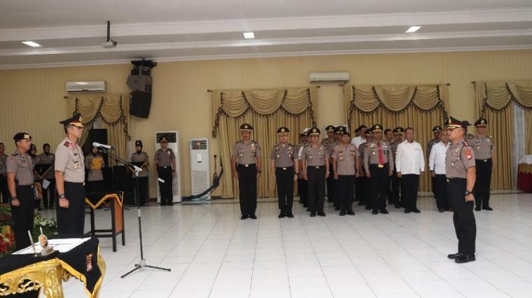 Serah terima jabatan atau sertijab tiga Kapolres dan satu pejabat utama Polda Banten, di Aula Serbaguna Polda Banten, Selasa (5/11/2019). (Foto: TitiKNOL)