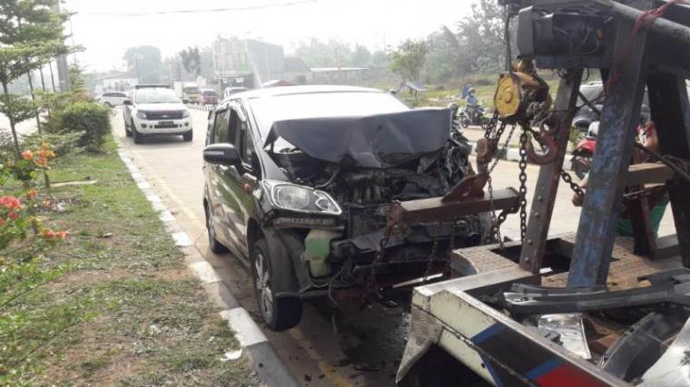 Kendaraan yang terlibat tabrakan beruntun di Kampung Boru Kelurahan Cilaku Kecanatan Curug, Kota Serang. (Foto: TitikNOL)