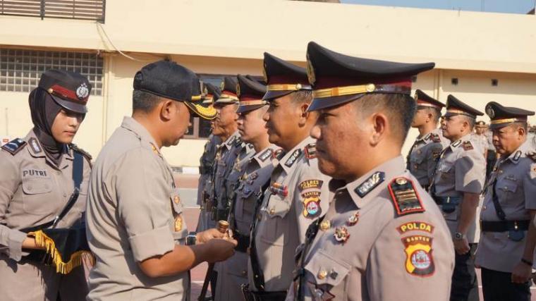 Serah terima jabatan 8 perwira Polres Cilegon. (Foto: TitikNOL)