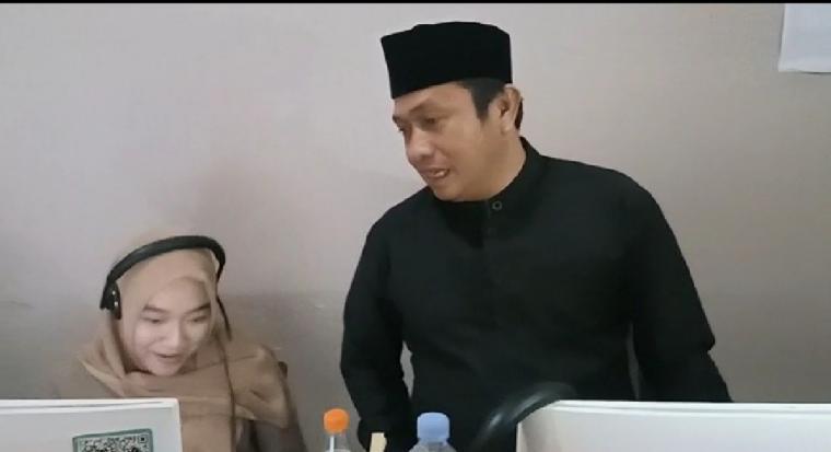 Wakil Wali Kota Serang saat sidak di ruang call center. (Foto: TitikNOL)
