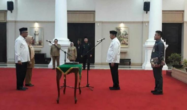 Pelantikan dua pejabat setingkat eselon II di Pendopo Gubernur Banten di Curug, Kota Serang, Senin (19/11/2019). (Foto: TitikNOL)