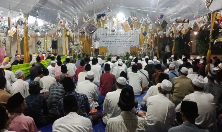 Ketua IKAMA Cilegon , Ahmad Mosoddik saat memberikan sambutan dalam acara Maulid Nabi di Islamic Center Masjid Agung Nurul Ikhlas Cilegon , Jumat (22/11/2019) malam. (Istimewa).