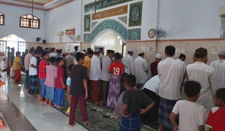 Shalat gerhana di Mesjid Al Muajirin. (Foto: TitikNOL)
