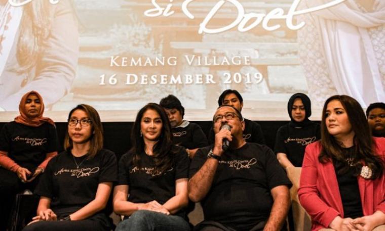 Sejumlah pemain film Si Doel The Movie memberikan keterangan pers peluncuran poster dan trailer Film Si Doel the Movie 3 di Jakarta, Senin (16/12). (Dok: Indozone)