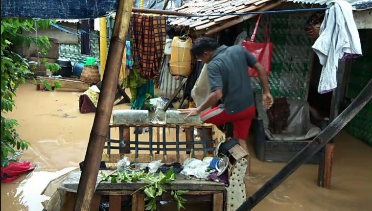 Pemukiman warga di Lingkungan Tegal Wangi Kruwuk yang terendam banjir akibat proyek pembangunan Lotte. (Foto: TitikNOL)