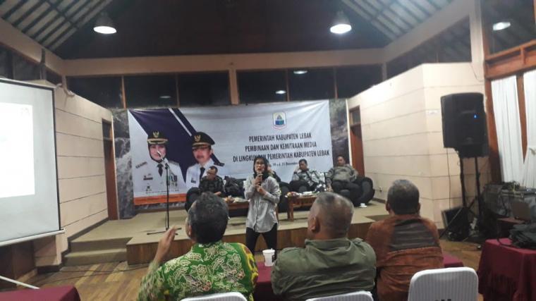 Bupati Lebak Iti Octavia Jayabaya saat membuka acara pembinaan dan kemitraan media. (Foto: TitikNOL)