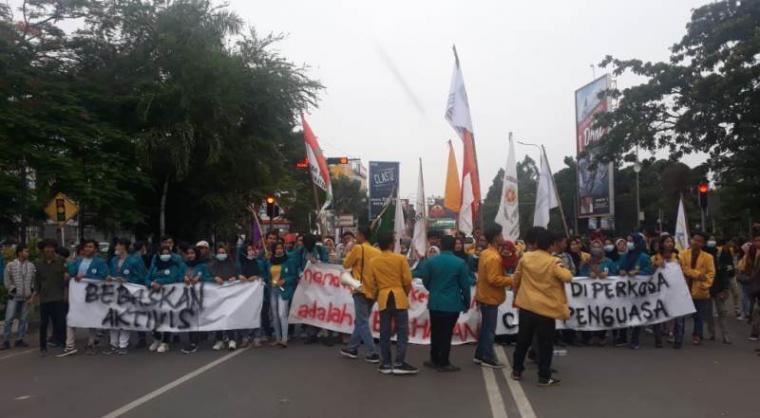 Aksi unjukrasa Puluhan mahasiswa yang tergabung dalam BEM Nusantara. (Foto: TitikNOL)